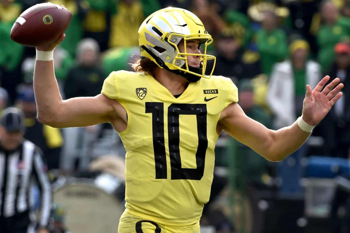Week 13 Risers & Sliders: Justin Herbert takes a tumble