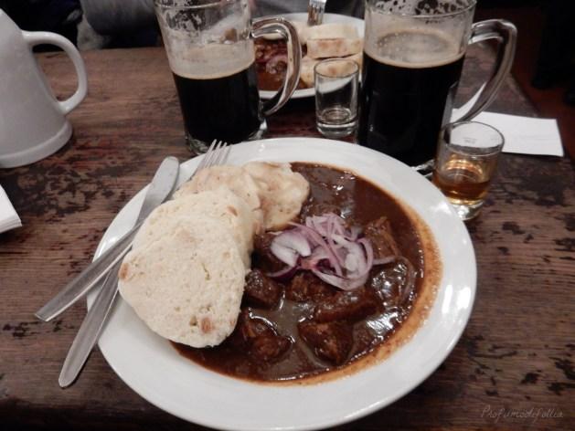 dobe mangiare a Praga U fleku goulash