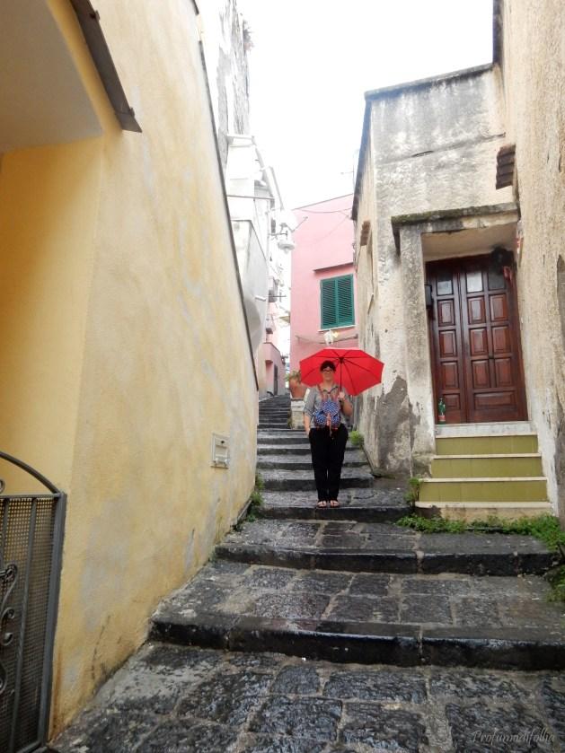 Quando sei fracica e indossi lo zaino al contrario, ma l'ombrello rosso era troppo caruccio.