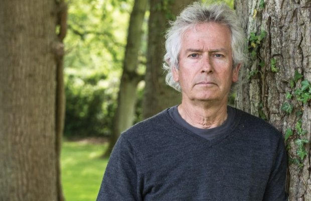 GENESIS' Tony Banks Recalls Band's '80s Pop Period