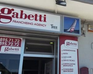 Insegna e vetrine Gabetti
