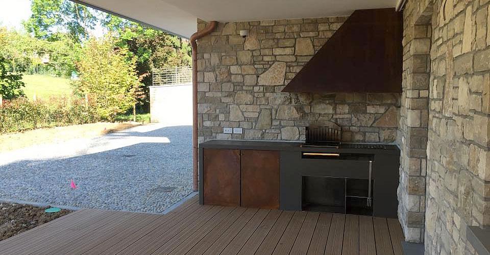 Cucina esterna con moduli in corten progetto enitech - Cucina muratura esterna ...