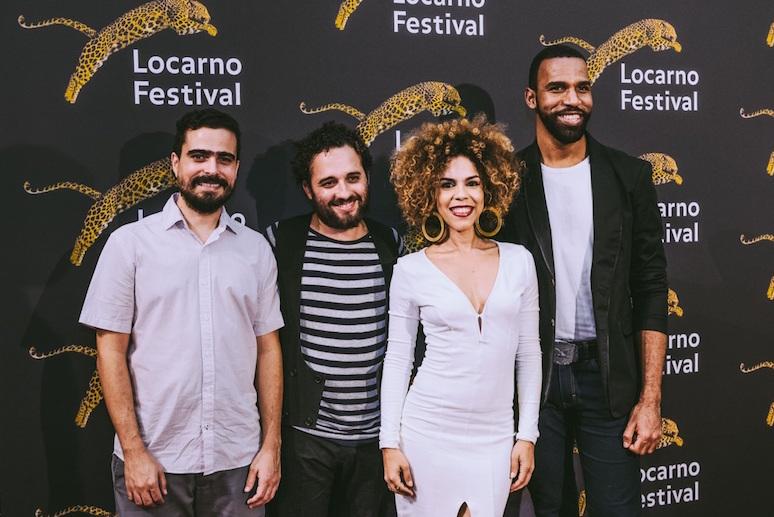 Uno de los productores de Cocote, Fernando Santos Díaz, junto al director Nelson Carlo de los Santos Arias y a los actores Judith Rodríguez y Vicente Santos.