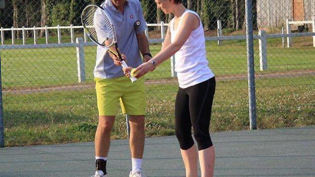 Comment démarrer le tennis lorsqu'on est débutant au tennis ?