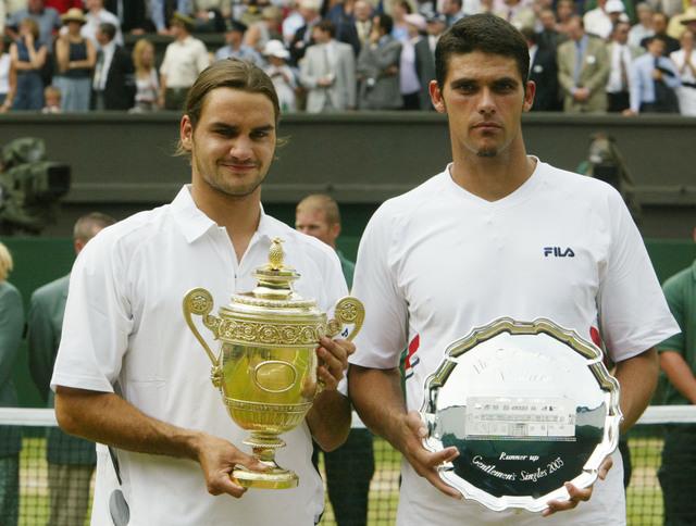 En 2003 à Wimbledon, Federer bat Mark Philippoussis 7/6 6/2 7/6
