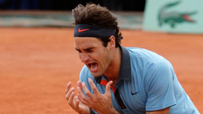 En 2009 à Roland Garros, Federer bat Robin Soderling 6/1 7/6 6/4