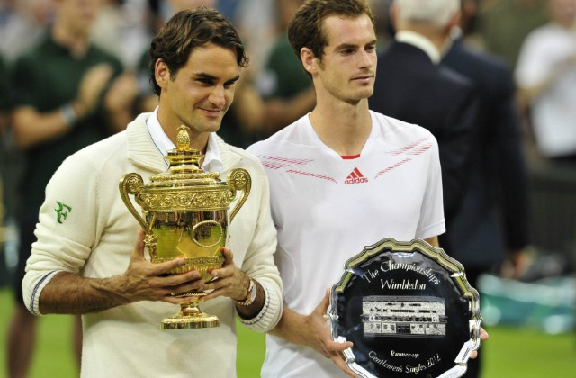 En 2012 à Wimbledon, Federer bat Andy Murray 4/6 7/5 6/3 6/4