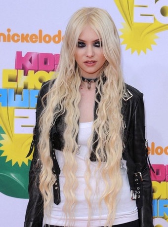 Taylor Momsens Extremely Long Hair Extension At 2011 Kids