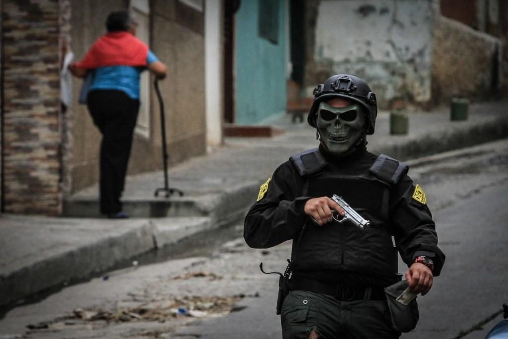 cuerpos policiales y militares