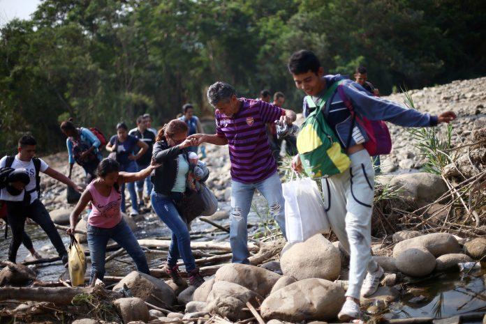 personas huyen de Venezuela