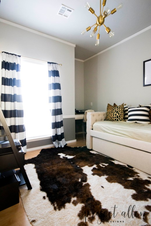 Masculine Office With Daybed