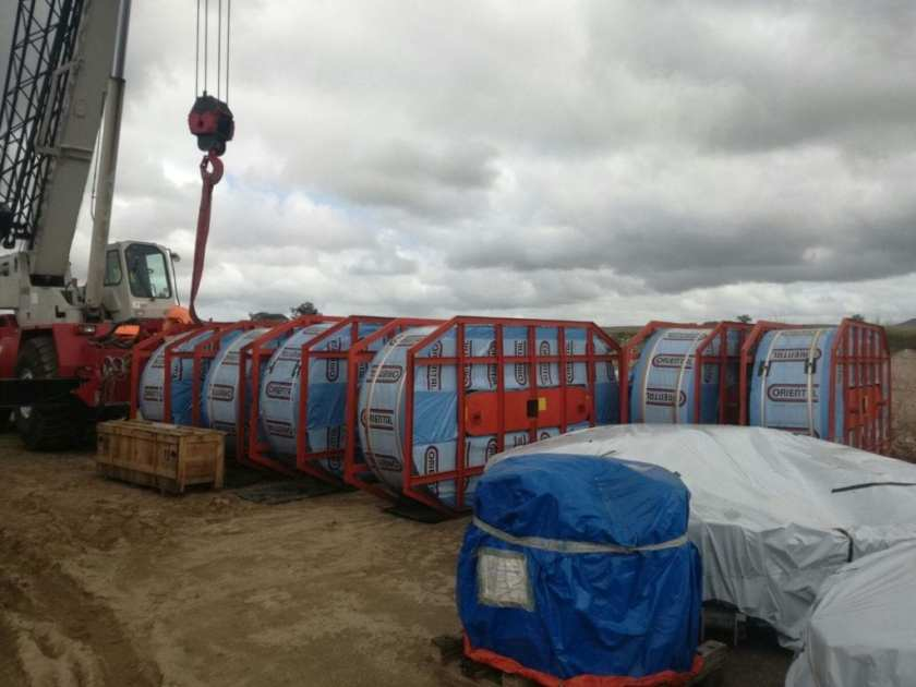 Greenlog loading cargo