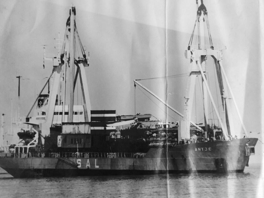 m.v.Antje 2x150 mton Derricks – the first SAL vessel handled by SAI