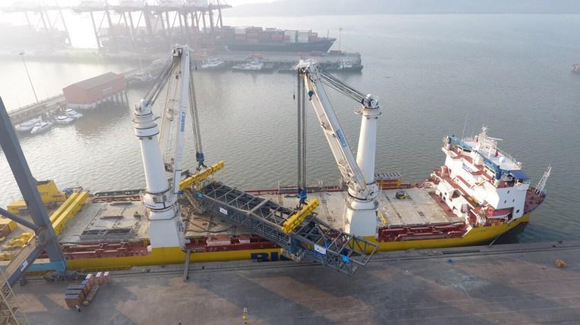 384 ton boom on ship