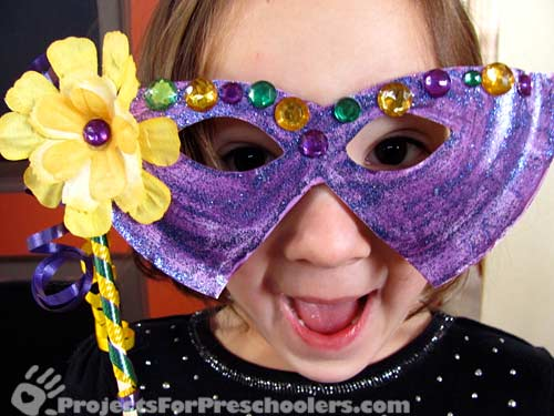 Mardi gras mask paper plate craft projects for preschoolers for Mardi gras masks crafts