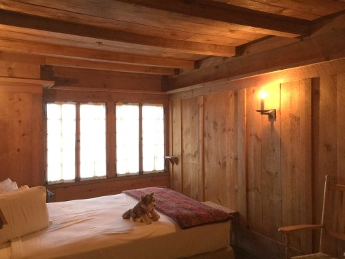 Project Small House: Inspiration - Bedroom at Old Faithful Inn