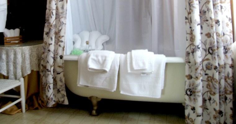 Inspiration: Clawfoot-tubs at a Historic Inn
