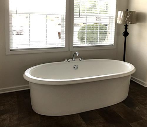 Soaker Tub - Master Bath - Model Modular at Clayton Homes – Project Small House