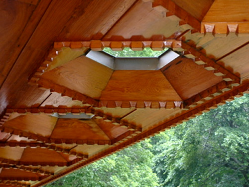 Close-up of the hexagonal skylights on the porch Photo by Ocitim