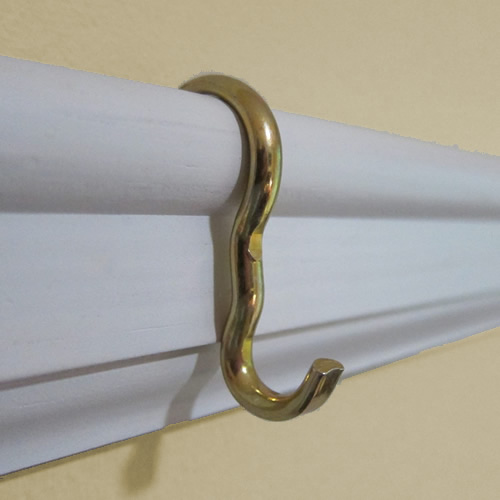 Narrow Picture Rail Hook from the Picture Hang Solutions StoreNarrow Picture Rail Hook from the Picture Hang Solutions Store Suitable for chains with S hooks