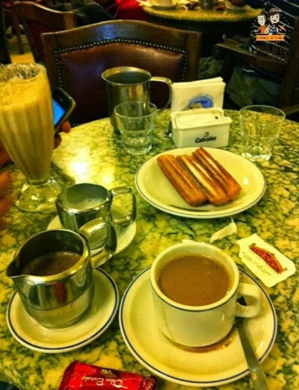 Comida no Cafe Tortoni