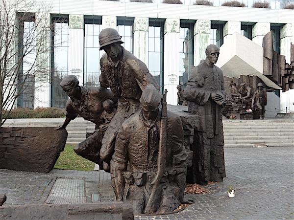Muitos poloneses entravam nos dutos de esgoto para escapar do terror nazista