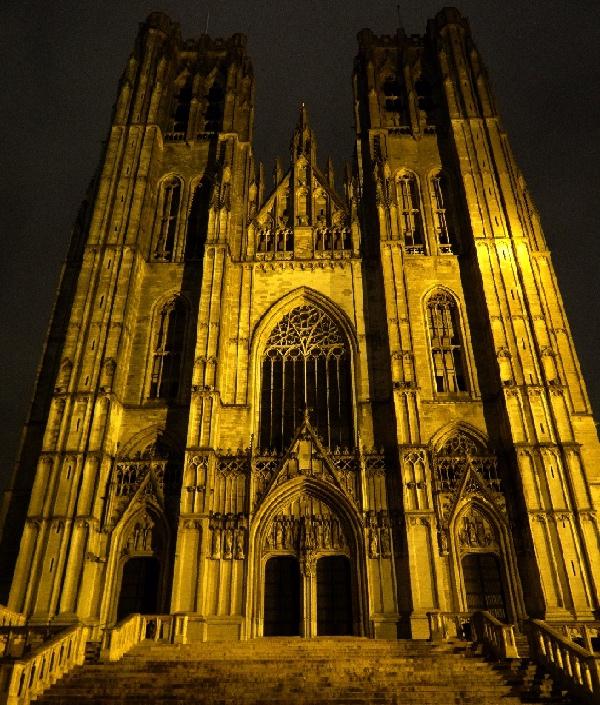 A fachada gótica da igreja