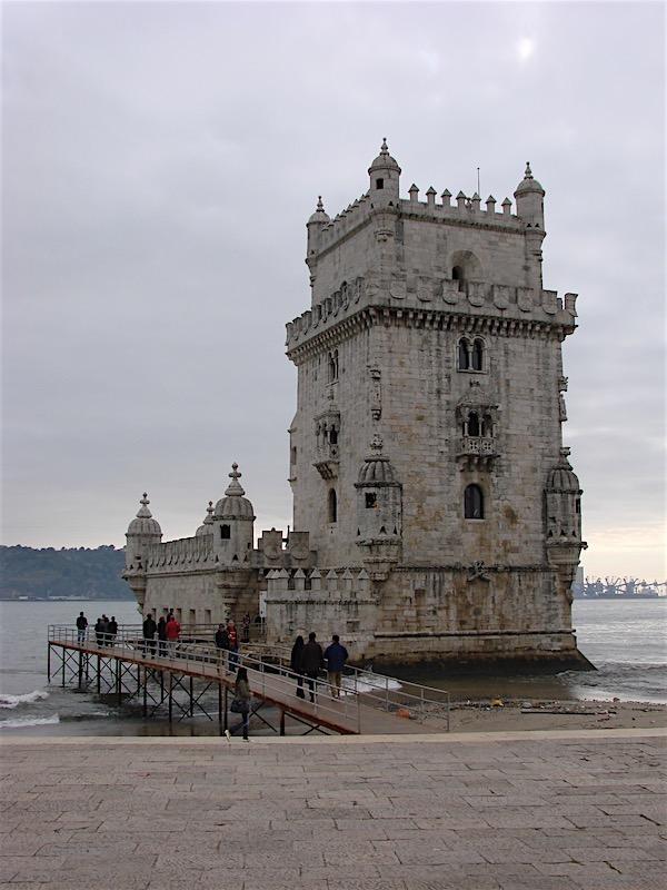 A Torre de Belém nas margens do Tejo
