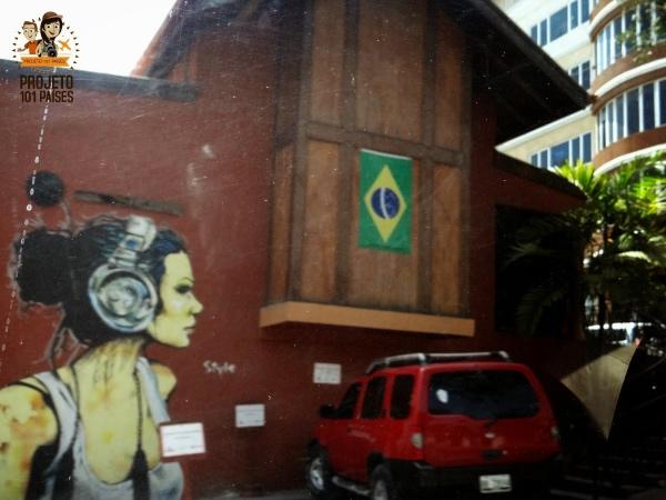 Loja em Porto Principe com bandeira brasileira