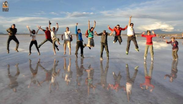 Espelho dagua no Salar de Uyuni Bolivia