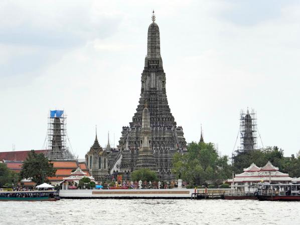 Wat Arun visto do outro lado do rio