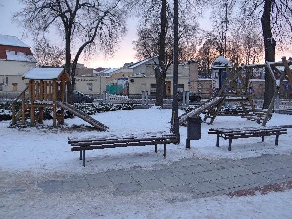 Parque em frente a Igreja de santa Catarina Vilnius