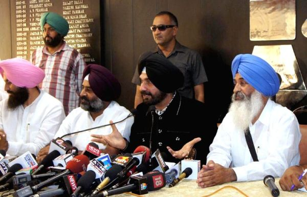 Navjot Sidhu launches new political front