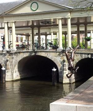 Laatste brug Schemerbruggen wordt opgebouwd!