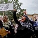 Protesta per të rivënë mbulesat