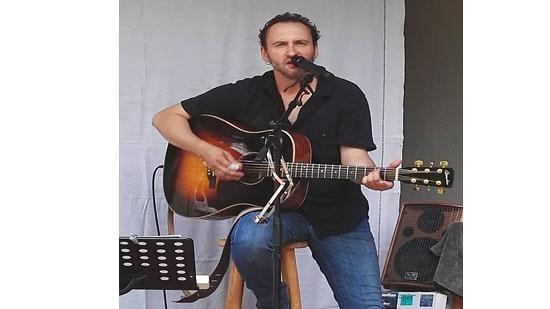 GUITARISTE chanteur variété francaise