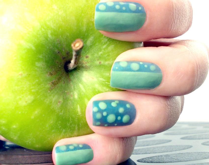 Gif Appeltjie Teal Green Polka Dots Nail Art