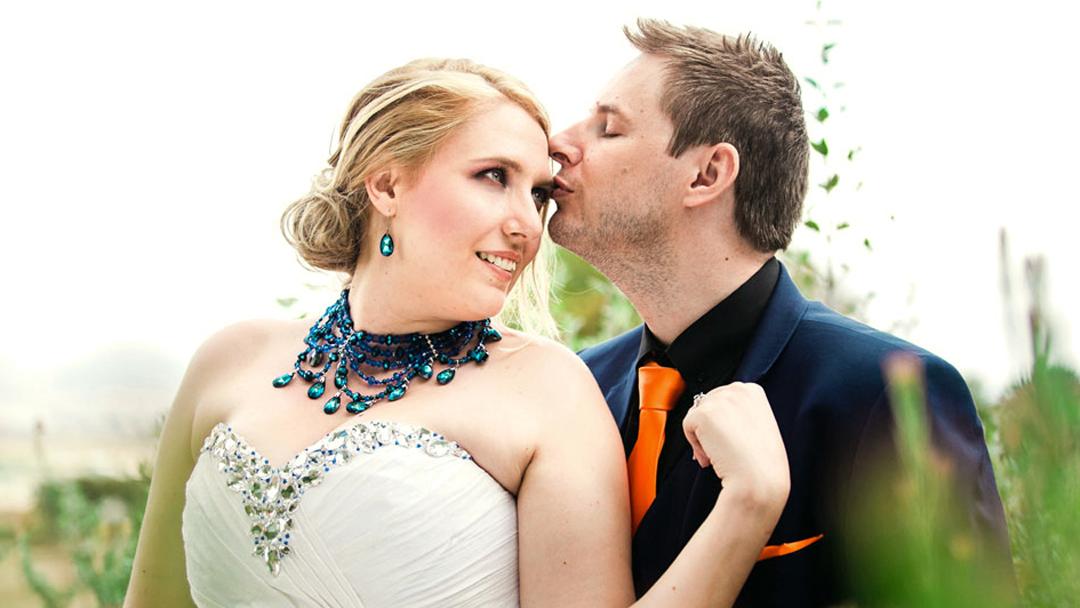 Helga Stofberg Wedding MakeUp Couple Kiss