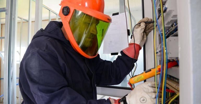 EPIs para Eletricista  Como se proteger do risco elétrico ... 2444925dfe