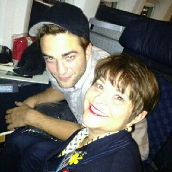 Robert Pattinson Flugzeug Stewardess Tante