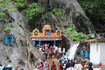 places to visit around chikmagalur - Kalhatti Falls