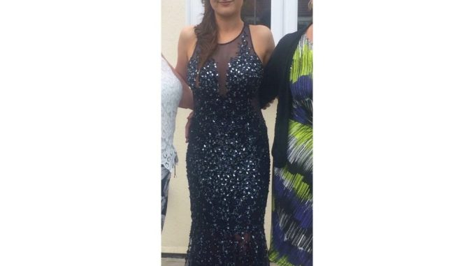 e52d93ae588 I am selling my gorgeous prom dress which I wore on one occasion in the  summer of 2016. It is a long dress