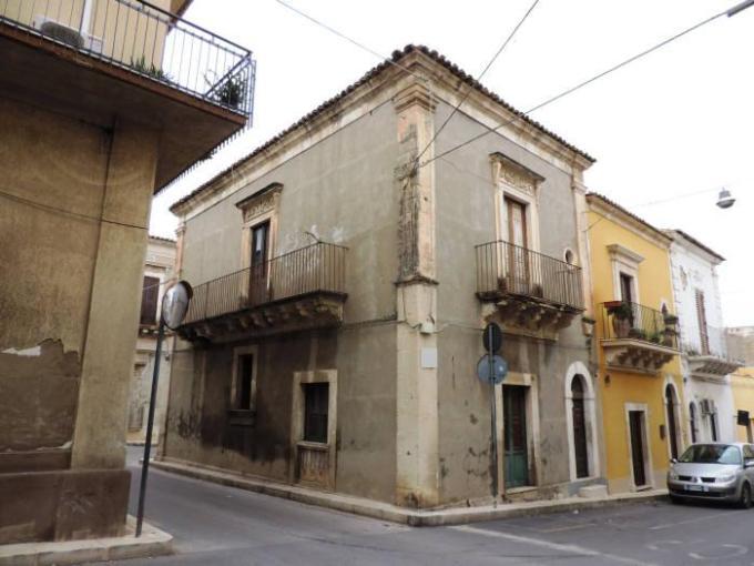 Pronto Casa: Appartamento da ristrutturare 3 locali a Santa Croce Camerina in Vendita a Santa Croce Camerina Foto 1