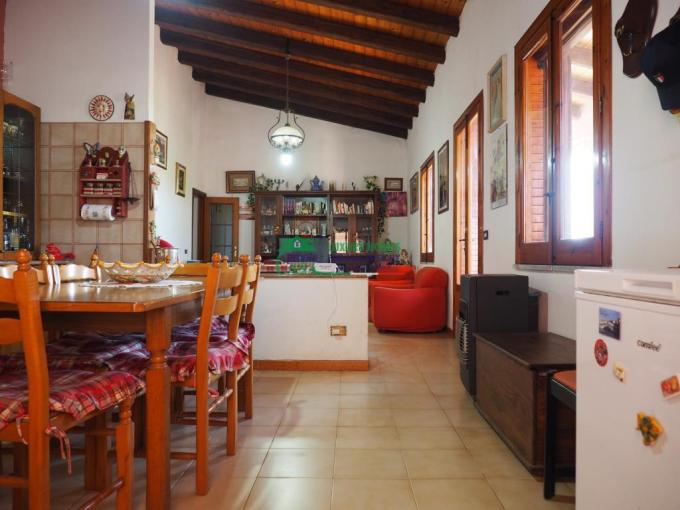 Pronto Casa: Villa sulla spiaggia con terreno in Vendita a Donnalucata Foto 1