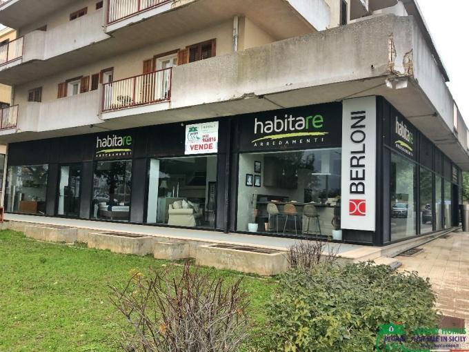 Pronto Casa: Locale commerciale con ampie vetrate a Modica Sorda in Vendita a Modica Foto 1