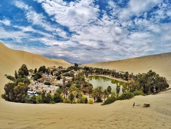 Nesse cenário árido, o oásis La Huacachina surge como uma miragem. Foto: divulgação