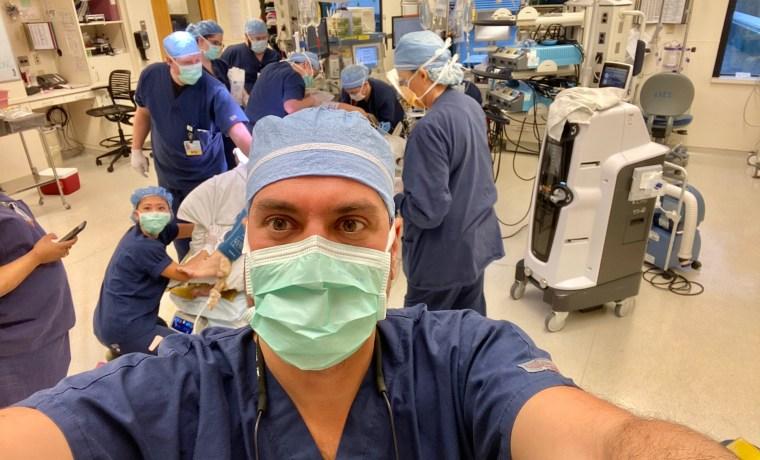 Υπερηφάνια και ευγνωμοσύνη – Οι εμπειρίες ενός Έλληνα Χειρουργού στις Η.Π.Α.