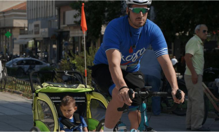 Ποδηλατώντας μαζί με έναν 10χρονο νικητή του καρκίνου