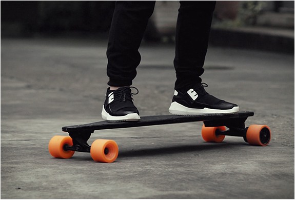 Stary electric Skateboard
