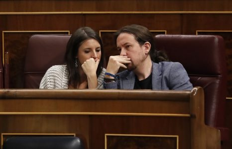 epa06287818 Leader of leftist Podemos party, Pablo Iglesias (R), and Unidos Podemos's parliamentary spokeswoman, Irene Montero (L), attend the Government's Question Time at the Parliament's Lower Chamber in Madrid, Spain, 25 October 2017. The Question Time is held two days before the Senate's plenary session in which the Article 155 of the Spanish Constitution is to be passed for its application in Catalonia in order to guarantee the region's return to constitutional order. The Article 155 of Spain's constitution, allows the government to impose direct rule in a crisis on any of the country's semi-autonomous regions.  EPA/CHEMA MOYA